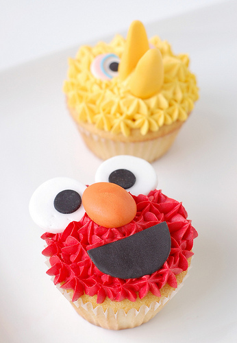sesame street birthday party cupcakes