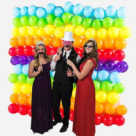 photo booth backdrop board with balloons