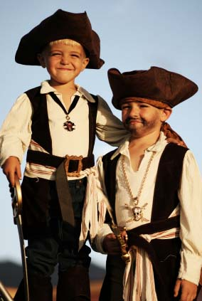 kids dressed as pirates